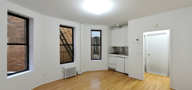 Cheerful Greenwich Village Studio – No Fee
